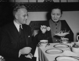 CURRIE_M_mr-Chiang-Kai_shek_Fev-1941_LIFE-300x232